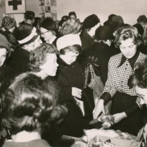 Naisjärjestöjen myyjäiset jouluna 1964